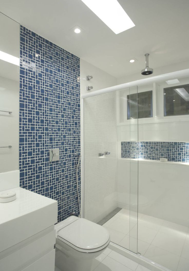 Casa Jardim Ubá VM : Banheiros modernos por Amanda Miranda Arquitetura