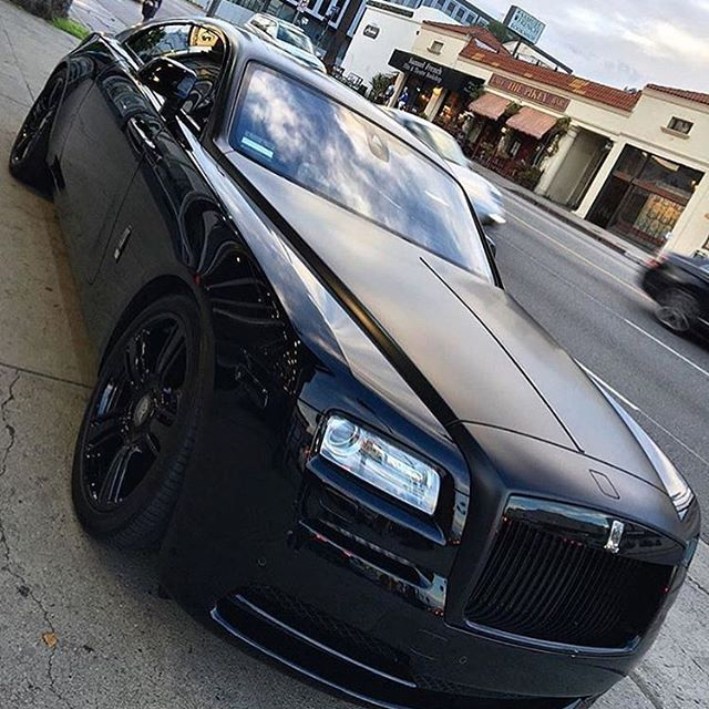 Murdered rolls. Would you drive this car? Spotted @theprestigelifestyle @platinum group #motors #manstrav Tag us for a chance to be featured! @manstrav.official #luxurious #firstclass #millions #billions #millionairetoys #luxurylifestyle #luxurious #sweetride #carshow #autos #automotive #speed #customcars #carclub #hotcar #hotcars #styling #ridinginstyle #carinterior #interior #luxuryinterior #moderninterior #prestige #expensive #rolls #rollsroyce #rollsroyceghost