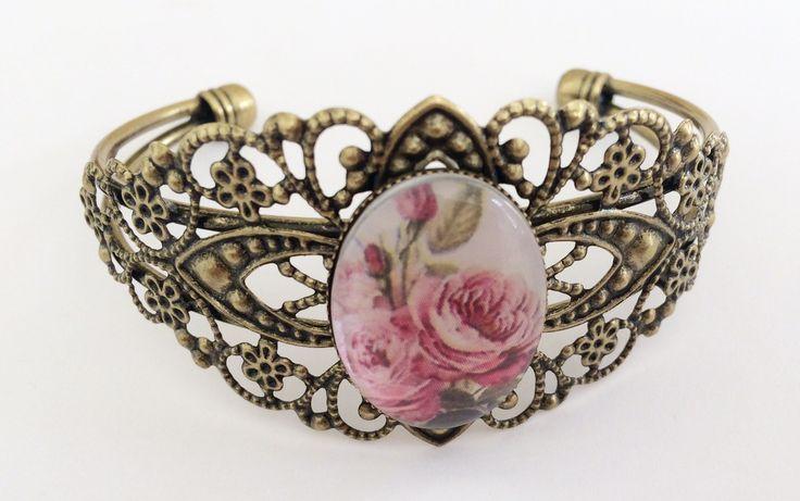 Bronz színű rózsa mintás karkötő üveglencsével