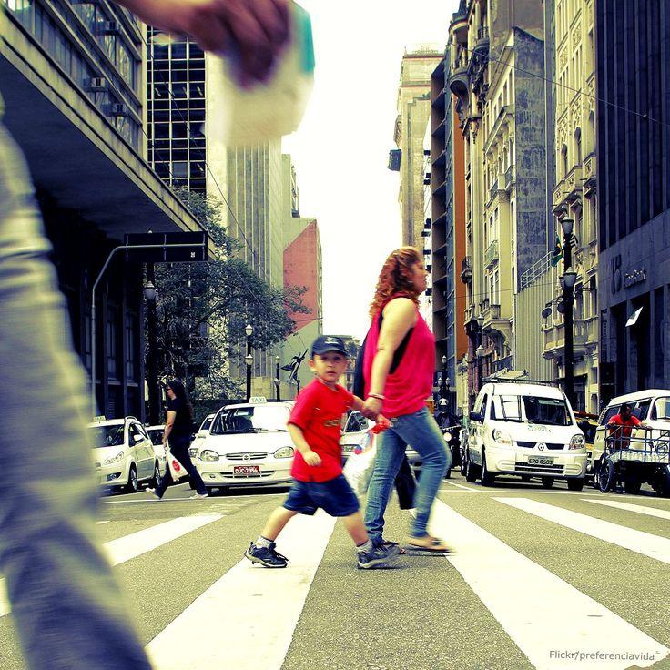 Confira os direitos e deveres dos pedestres no trânsito.