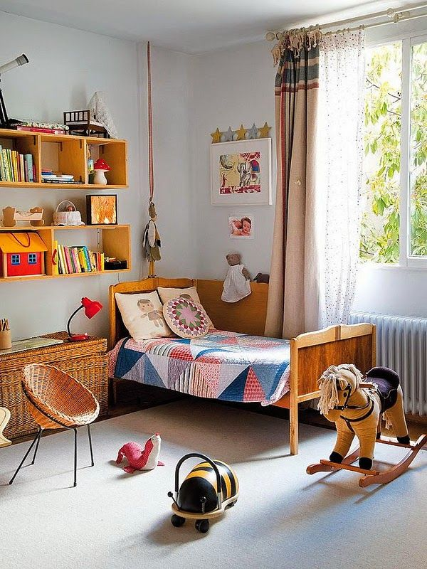 Kids room - Vintage bed and quilt - Via the boo and the boy