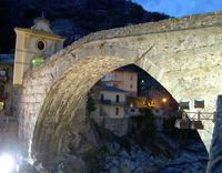 Pont St Martin bridge in the Aosta Valley, Italy    http://aosta-valley.co.uk/monuments.htm