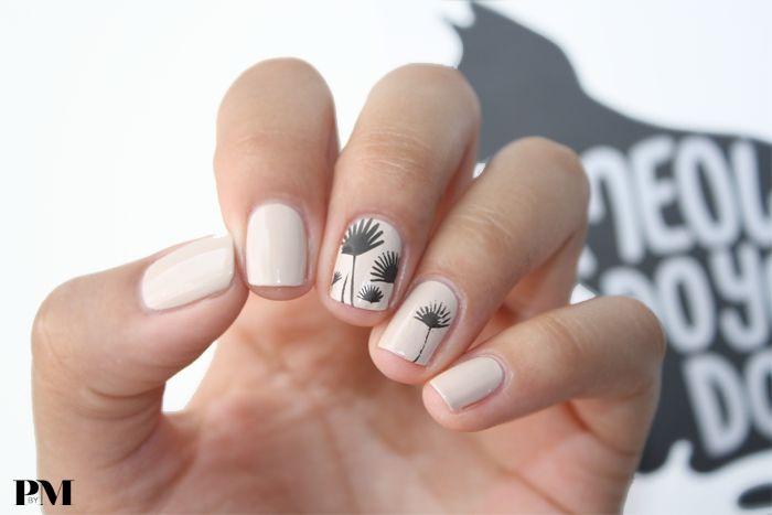 REVERSED DANDELION PRINT NAILS | http://www.polishedbymaria.com/reversed-dandelion-print-nails/