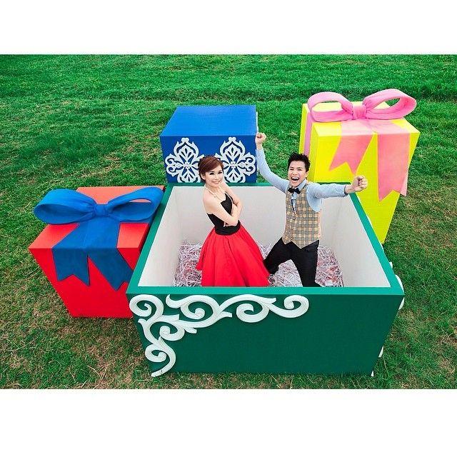 The gift from heaven #prewedding @flavianus_suwandy & @ivenoctania #photographed @andy_chandra #iclickphotograph #makeup @rainmakeup #rainmakeup #gift #giantbox #fun #lovely #gorgeous #instawedding #bridestory #brideandballerina #love