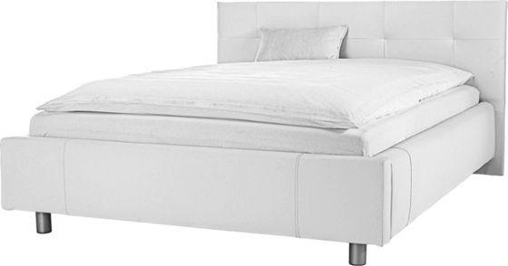 Trendiges Bett mit weißem Bezug in Lederoptik. Die aufwendig gepolsterten Kopf- und Seitenteile, sowie die silberfarbenen Metallfüße runden die Optik dieses Doppelbetts ab. Liegefläche: ca. 140/200 cm. Im Lieferumfang sind ein Rollrost und eine Komfortschaummatratze enthalten.