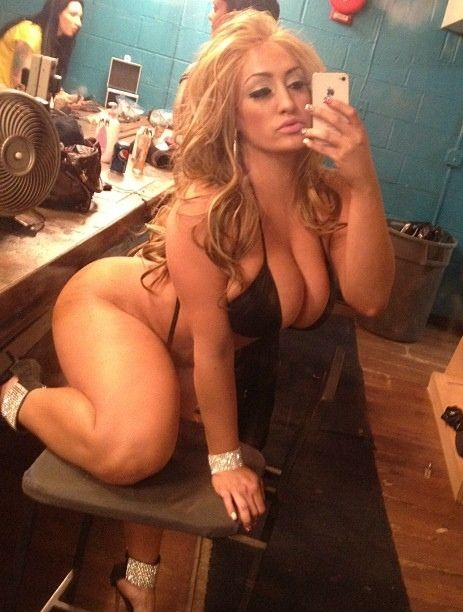 image Curvy pawg baiting non clothed