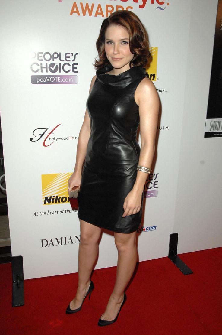 aAfkjfp01fo1i-26549/loc760/03468_celeb-city.org_Sophia_Bush_5th_Annual_Hollywood_Style_Awards_12.10.2008_04_122_760lo.jpg