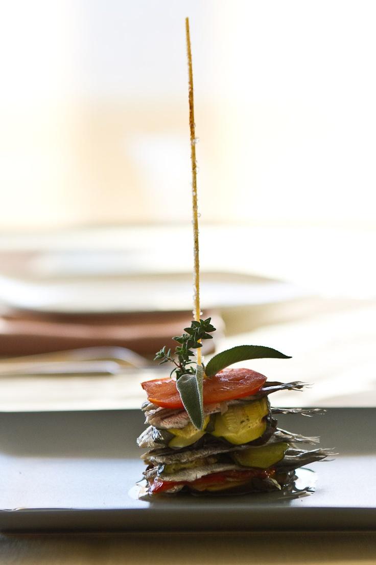 mattonella di alici marinate e verdure grigliate