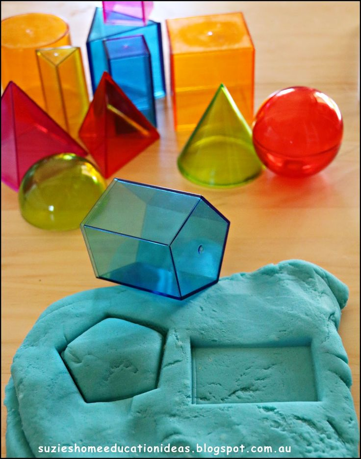 Great way to discover the faces on 3-D shapes! I want a set of those plastic shapes...