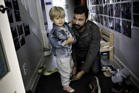 Forældres ret til børns sygedage skal udvides, mener pædagoger og forældre.