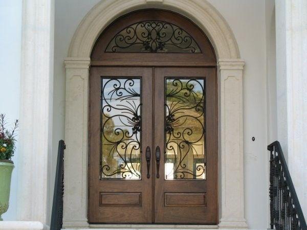 Elegant Mahogni og Glass Arch Dobbel inngangsdør Hjem Design — Innvendig og utvendig dører Design | HomeOfficeDekorasjon
