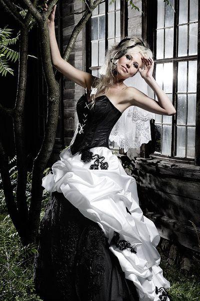 Griselda - Dramatischer Auftritt im schwarz-weißen Brautkleid