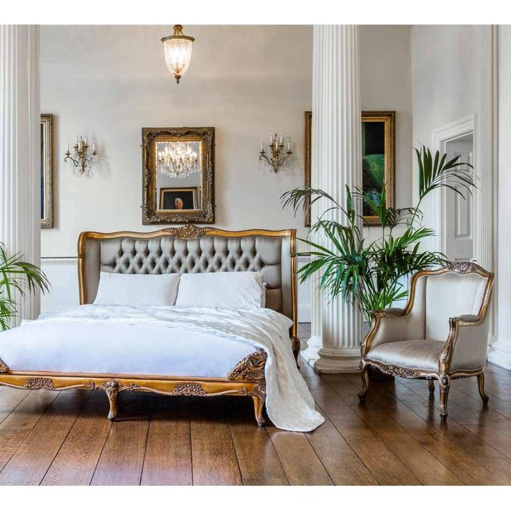 Versailles Daddy Gold Armchair | Bedroom Armchair