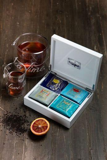 Coraz bliżej święta. 🎁🎄 Polecamy zestaw PIANO WHITE EXCLUSIF to eleganckie drewniane białe lakierowane na wysoki połysk pudełko, z przegródkami na 20 saszetek herbat marki KUSMI TEA. W zestawie cztery smaki herbaty: ANASTASIA, PRINCE VLADIMIR, ST. PETERSBURG IMPERIAL LABEL. Zestaw Idealny na elegancki prezent. http://homeandfood.eu/p/24/330/herbata-w-saszetkach-zestaw-20-szt-piano-white-exclusif-kusmi-tea-zestawy-upominkowe-herbaty.html