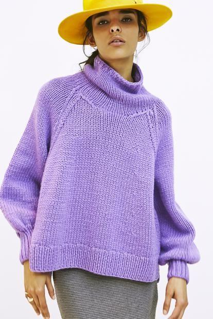 21_2 knit ¥280,000 skirt ¥17,000 hat ¥26,000