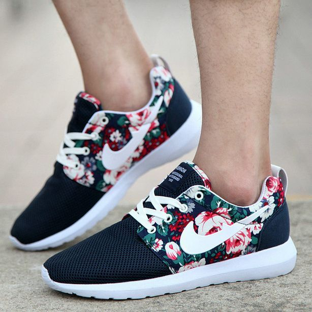 Floral Nike Shoes. I need these for 2018!