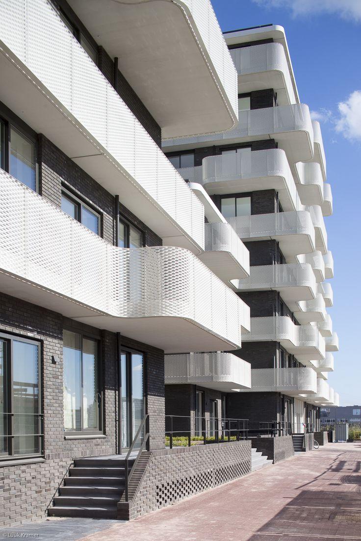 'Windkracht 9' op het Zeeburgereiland, golvende balkons en dansende ramen. | Rowin Petersma | Pulse | LinkedIn