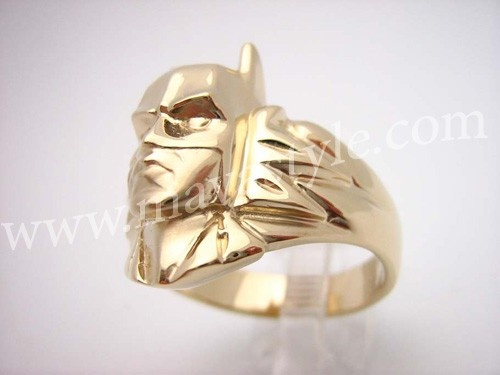 If this was my engagement ring I would die. Gold Batman Ring Bat Man Bague en Or Memorabilia by MAVAStyle, $874.99