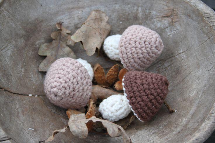 Kleine paddenstoelen om te haken, Inhaken, haakpatroon, naturel, herfst, gratis patroon
