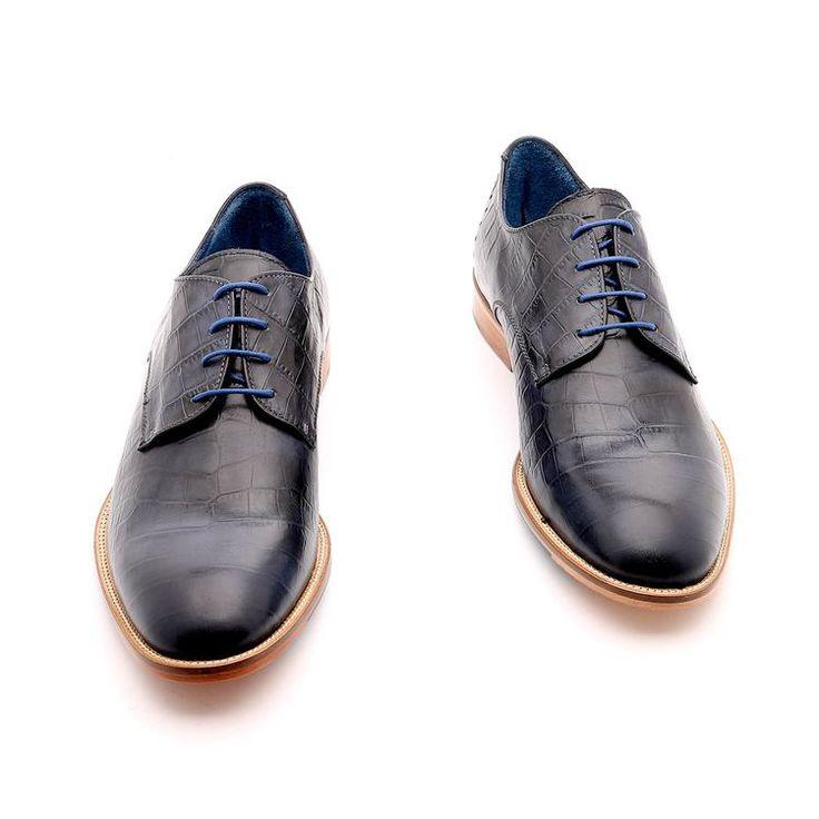 Primavera Scarpe / estate per l'uomo, scarpe basse, di colore blu, design estetico sulla pelle, suola in gomma cucita con la scarpa, disegno antiscivolo fatte a mano in Italia.