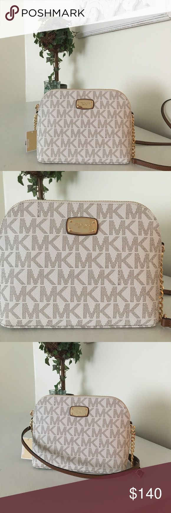 ⭐️NWT Michael Kors ⭐️Large Crossbody Perfect purse for spring! Big enough to fit all your things but small enough to take anywhere Michael Kors Bags Crossbody Bags
