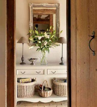 Las cestas de mimbre nos permiten usar rincones desaprovechados de la casa al mismo tiempo que añaden una nota de encanto a la decoración.