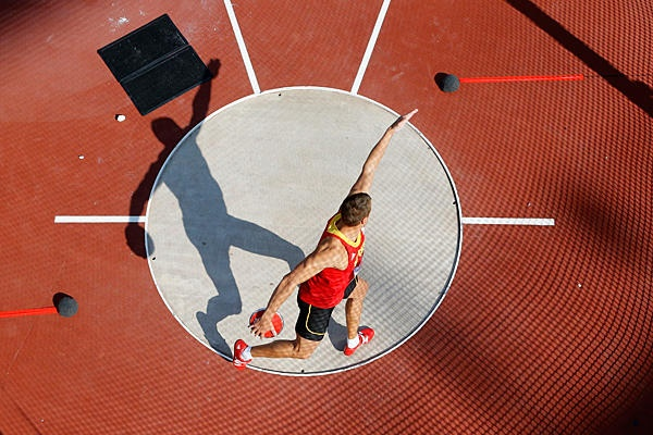 Belgium's Hans van Alphen competes in the men's decathlon discus throw event at the Olympic Stadium, Aug. 9, in London. - The Christian Science Monitor - CSMonitor.com