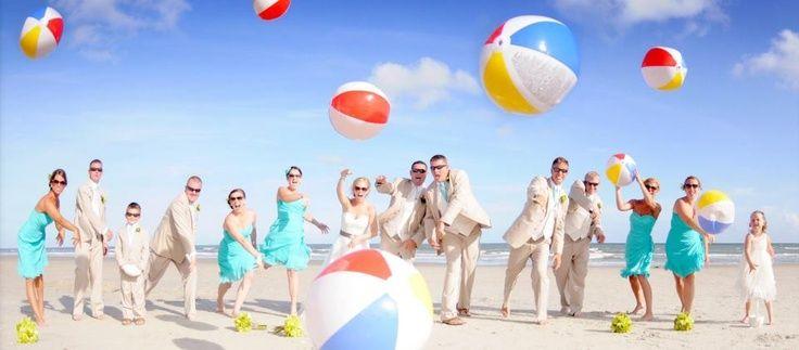Madrinas y padrinos de boda. #boda #madrinas #lanovia #matrimonio #traje #vestido #madrinasdeboda
