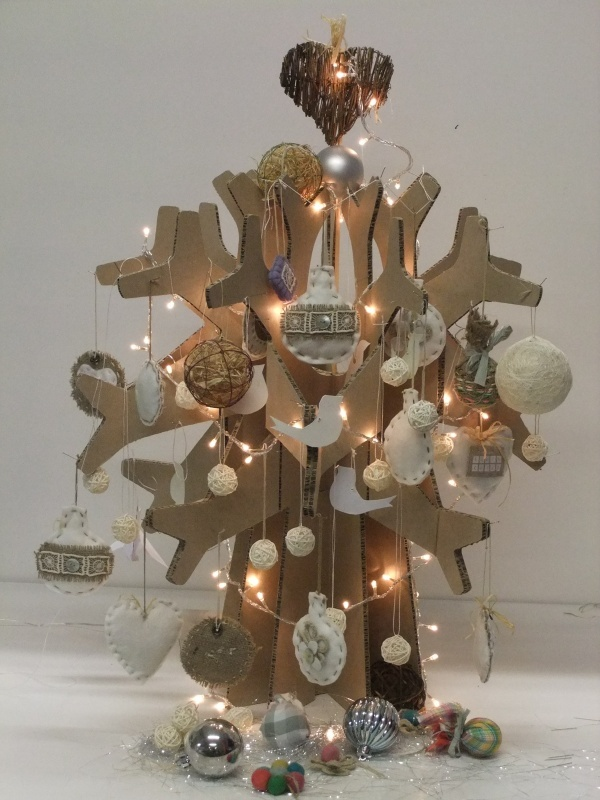 A flat-packable Christmas tree made from recycled and repulpable Xanita board.