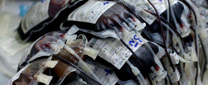 """Croce Rossa vende il sangue in Svizzere e USA. Paga i donatori con caca e eroina Un vergognoso traffico sulle donazioni del sangue attuato dalla Croce Rossa in Svizzera e Stati Uniti è stato scoperto da ARTE (il canale TV satellitare franco-tedesco). Un documentario: """"Il business #crocerossa #donazionesangue #usa"""