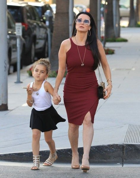 Kyle Richards Photos - Kyle Richards Goes out in Beverly Hills with Her Daughter - Zimbio