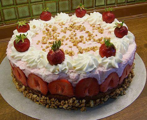 Erdbeersahne-Torte, ein gutes Rezept aus der Kategorie Sommer. Bewertungen: 1. Durchschnitt: Ø 3,0.