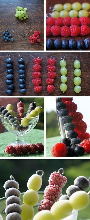 Mit diesen sommerlichen Eiswürfeln werden eure Getränke noch erfrischender!- #DIY with #fruits (Healthy Recipes Fruit)