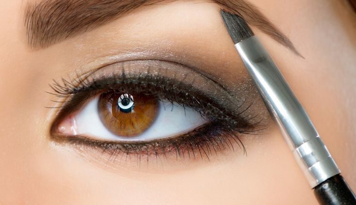 Expert tips from celebrity makeup artist Belinda Moss to get the perfect eyebrow shape. #GoConfidently