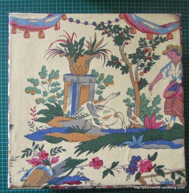 boite ancienne en tissu toile de jouy ancienne personnages