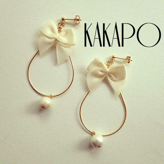 Ribbon loop White pierce (NO.1907) by KAKAPO アクセサリー ピアス | ハンドメイド、手作り作品の通販・販売サイト minne(ミンネ)