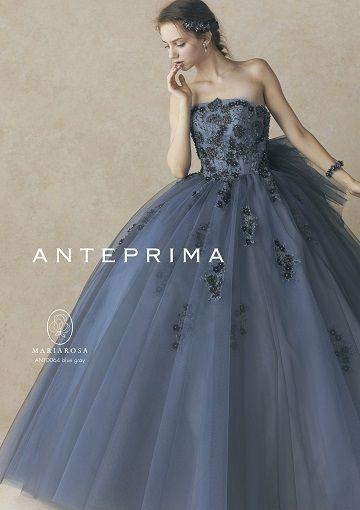 重くなりすぎない軽やかデザイン♡ ウェディングドレスからのお色直しで着たいネイビーのカラードレスのアイデア。紺色ドレスのまとめ。