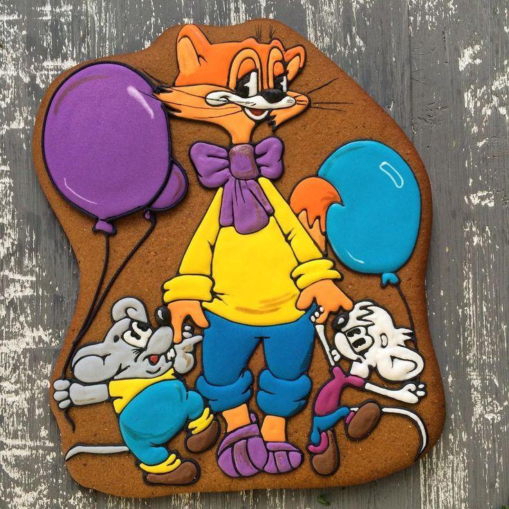 Целая мультяшная серия получилась) ещё в детстве я решила, во что бы то ни стало, научиться рисовать этих мышей. Ну и белый у меня очень ладненько  получался. Так вот я ходила и шокировала детей по младше, брала мел и рисовала на асфальте вполне похожую мультяшную мышь) это делало меня в их глазах отменным художником (так мне казалось), Пикассо, не меньше  Продолжение следует ...
