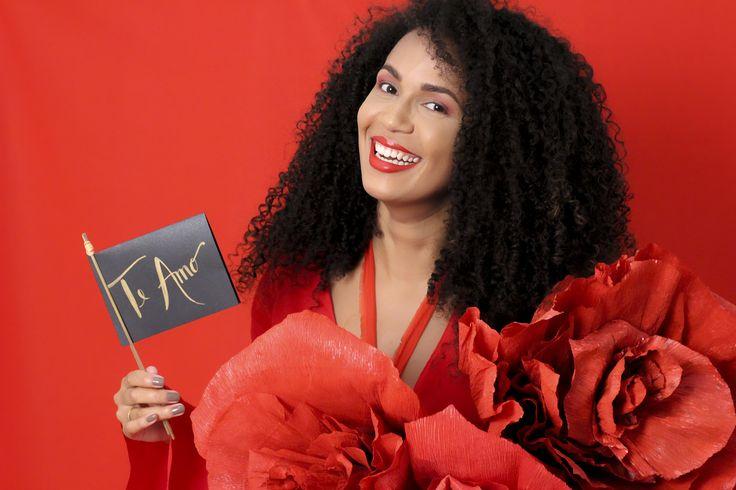 Editorial Beleza Pura  Homenagem ao dia internacional da mulher #fashion #trend #flowers #redandblack #red #black #culturaafro #blackpower #sweetgirl #brazil #redfashion #redflowers #blackflowers #minimalista #acessóriosfemininos #acessórios #acessories #lookdodia #estampado #babado #minibag #floresvermelhas #vermelho #flores #belezapura