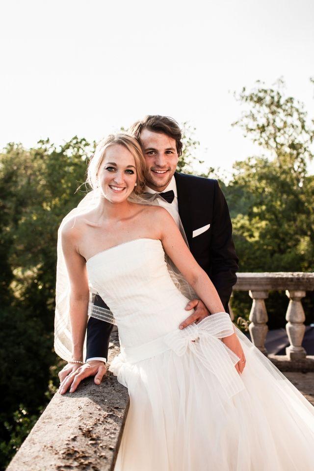 Een leuke strik op de voorkant van je jurk #bruiloft #trouwen #inspiratie #trouwjurk #bruidsjurk #bruidsjapon #strapless #zonder #bandjes #wedding #dress #gown #weddingdress Strapless trouwjurken: stylish en trendy | ThePerfectWedding.nl | Fotocredit:  Simone Bruidsfotografie