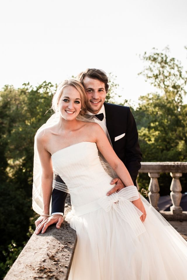 Een leuke strik op de voorkant van je jurk #bruiloft #trouwen #inspiratie #trouwjurk #bruidsjurk #bruidsjapon #strapless #zonder #bandjes #wedding #dress #gown #weddingdress Strapless trouwjurken: stylish en trendy   ThePerfectWedding.nl   Fotocredit:  Simone Bruidsfotografie