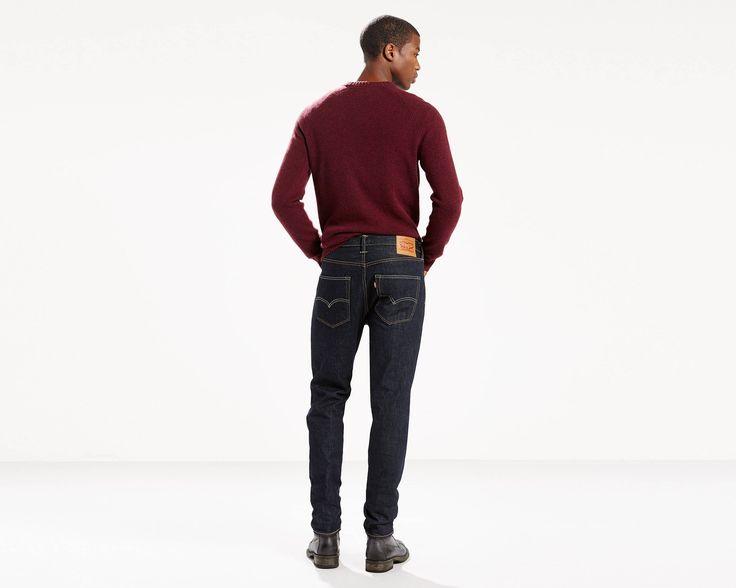 Utvecklingen av en ikon. 501® Original, skräddarsyd med ett ben som smalnar av perfekt. Med klassisk knappgylf, 501® CT Jeans sitter i midjan och är svslappnade över höft och lår med ben som smalnar av. Välj din vanliga storlek för en klassisk passform som smalnar av mot ankeln. Välj en mindre för en modern, smal passform med låg gren, ledig känsla över höft och lår; eller en storlek upp för en pösig, mer progressiv look. Begreppet Premium Selvedge kommer från termen