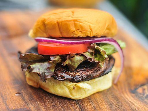 A great #vegetarian option for the grill: Balsamic Marinated Portobello Burgers #recipe