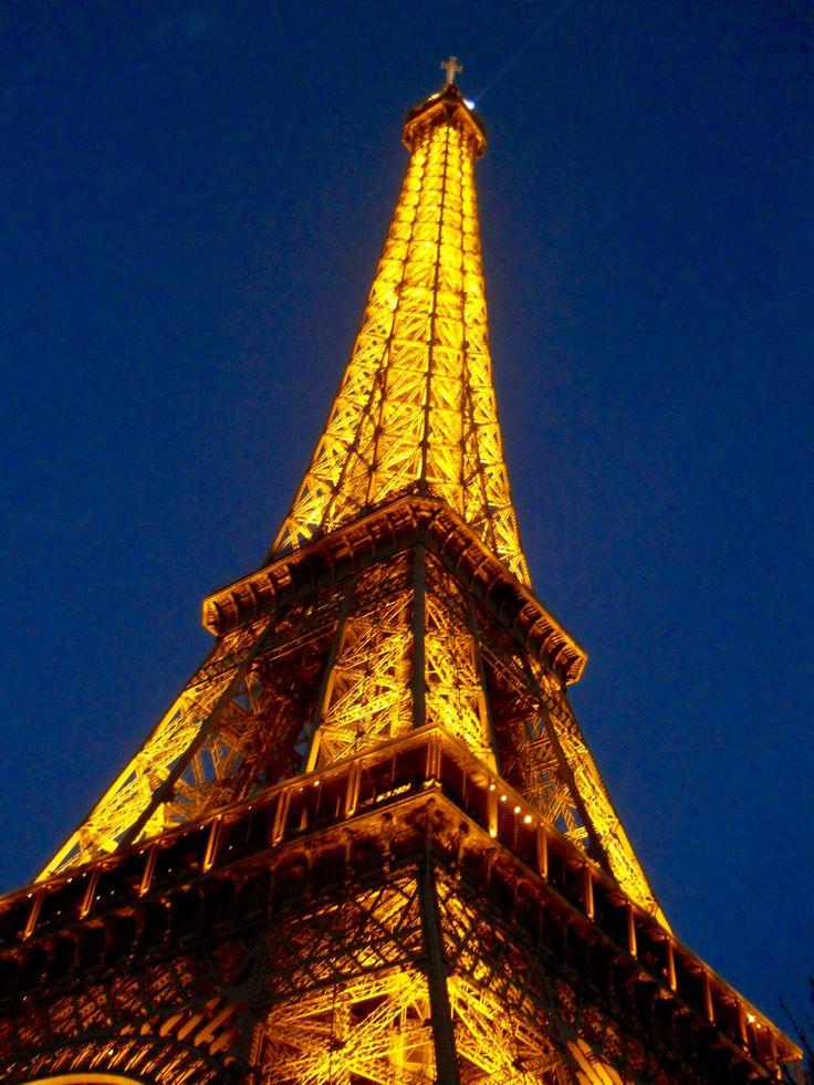 Tour Eiffel by night - Paris #trainthetripperintoyou