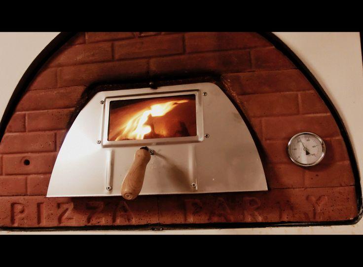 Il forno a legna pizza party può essere facilmente incassato in ...