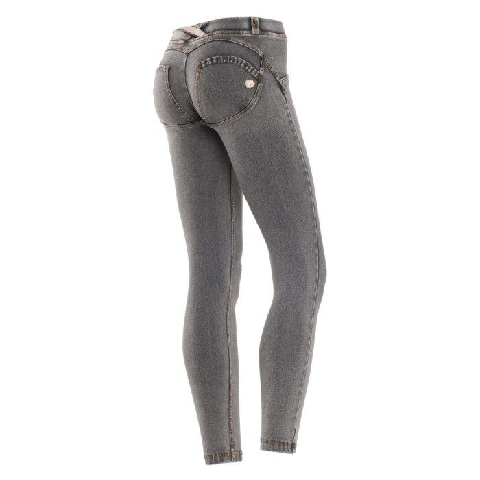 UPå¨ Denim with shaping effect, low waist and a perfect fit. Denim trousers  shape and improve your figure.