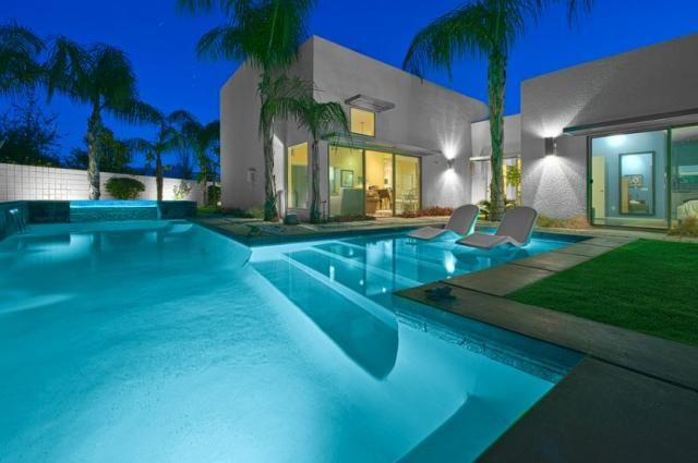 Piscine de luxe pour une r sidence de prestige design et for Calcium plus pour piscine