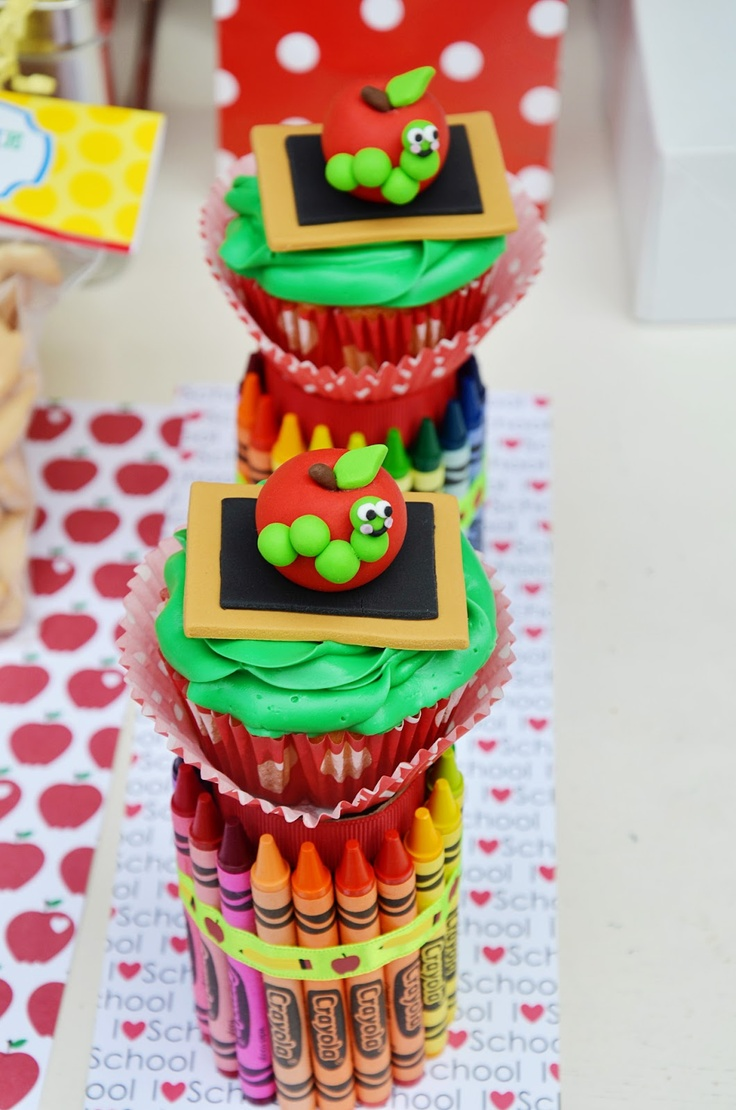 Crissy's Crafts: Tutorial:DIY Crayons Cupcake Holder