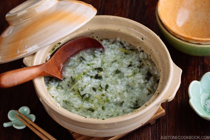After indulgence of Japanese New Year feast, Nanakusa Gayu (seven herb rice porridge) is eaten on January 7 to help our stomachs recover.
