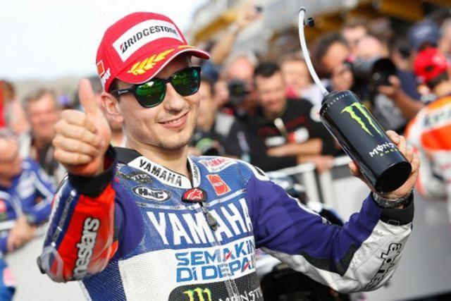 """MotoGP 2013: Jorge Lorenzo """"Non sempre si può vincere"""" MotoGP news - Jorge Lorenzo ha vinto a Valencia, ma questo non è bastato: al termine di questo avvincente 2013 è vice-campione del mondo MotoGP, il titolo è andato a Marquez ma Jorge è comunque soddisfatto """"Marc, Dani e io quest'anno abbiamo dimostrato di essere di un altro livello, nessun'altro è riuscito a correre come noi"""" - See more at: http://www.insella.it/sport/motogp-2013-jorge-non-sempre-si-puo-vincere#sthash.yl0auY61.dpuf"""